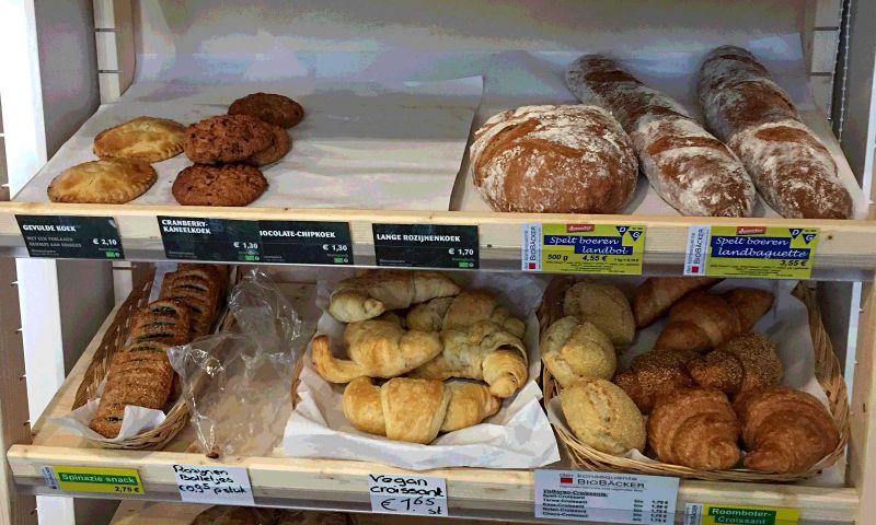 Biologisch brood in alle maten en smaken op de schappen.